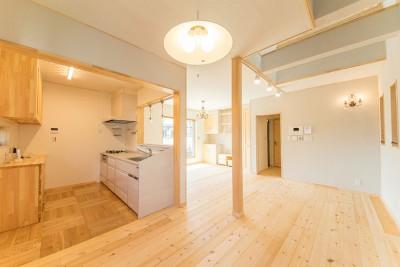 2015年9月完成|大阪府摂津市|吹き抜けのあるおしゃれな自然素材住宅