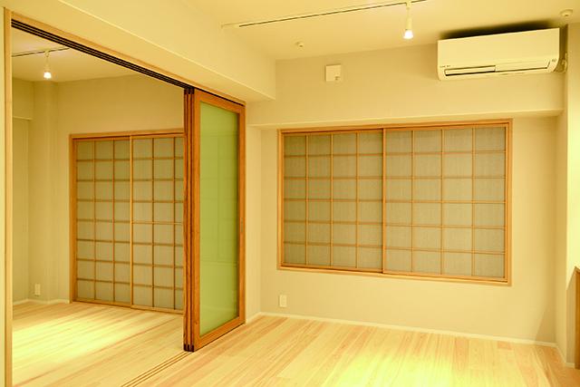 リビングと寝室はスライドドアで空間を最大限に活用できる。